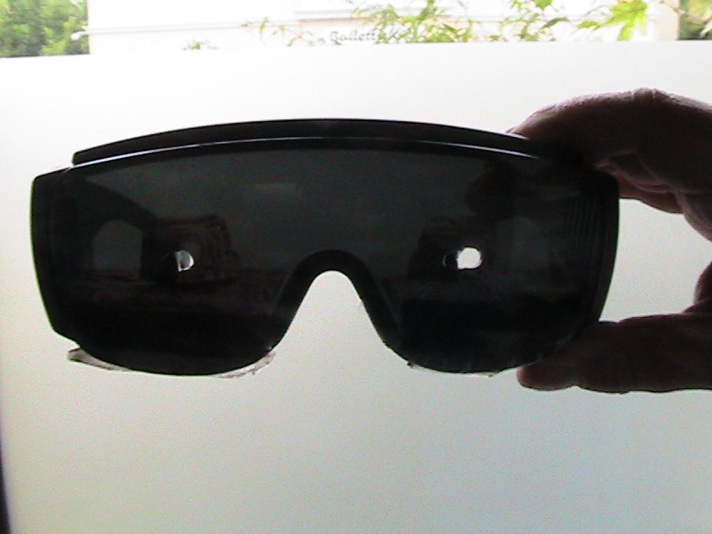 Lochbrille bei Schiefhals